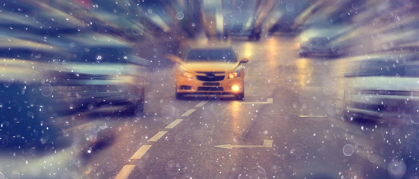 Auto-Autobahn-Schneegestöber-MPU-Bergmann